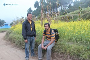 14. 2 posers posing in the mustard field