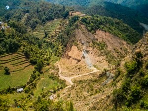 3. way junction between two hills