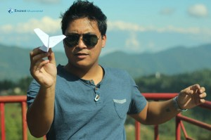71. Lale and his plane abt to land