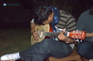 26. Let's play the guitar and break the string
