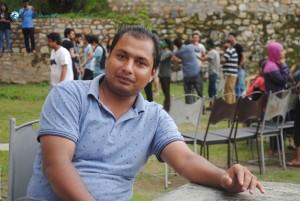 41. Prakash dai ko pose