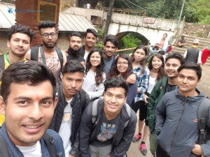 8. Group selfee