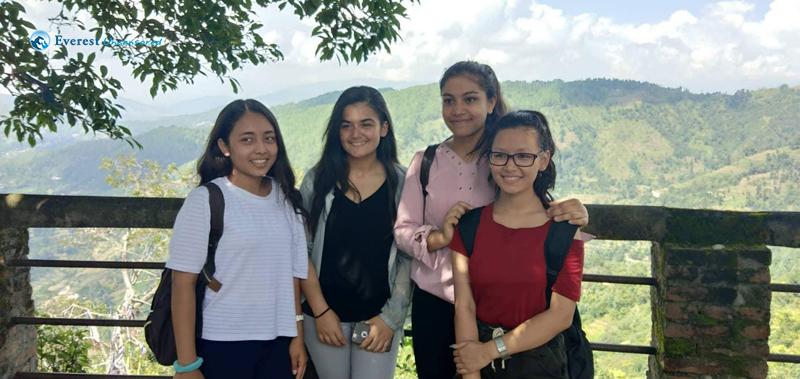 5.Girls with beautiful secnary