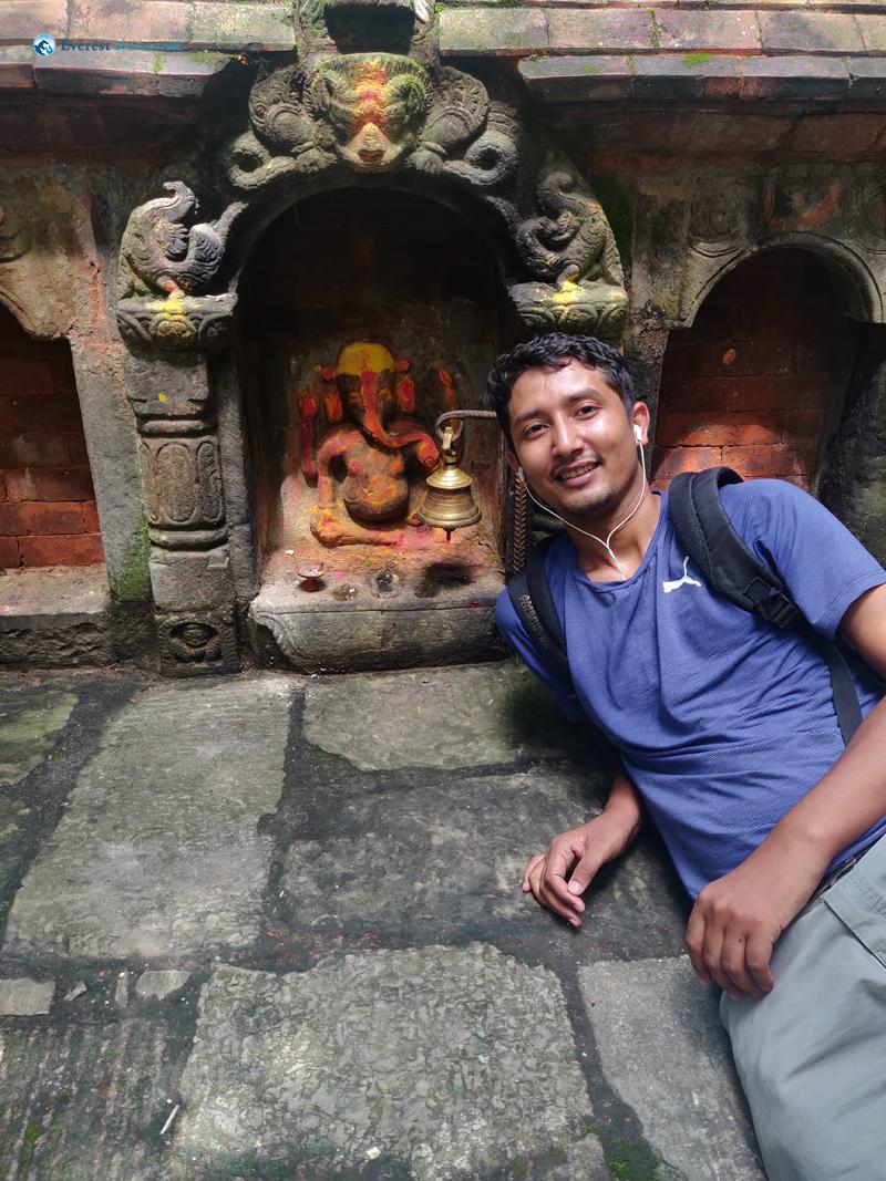 28. Ganesh Calling Ganesh