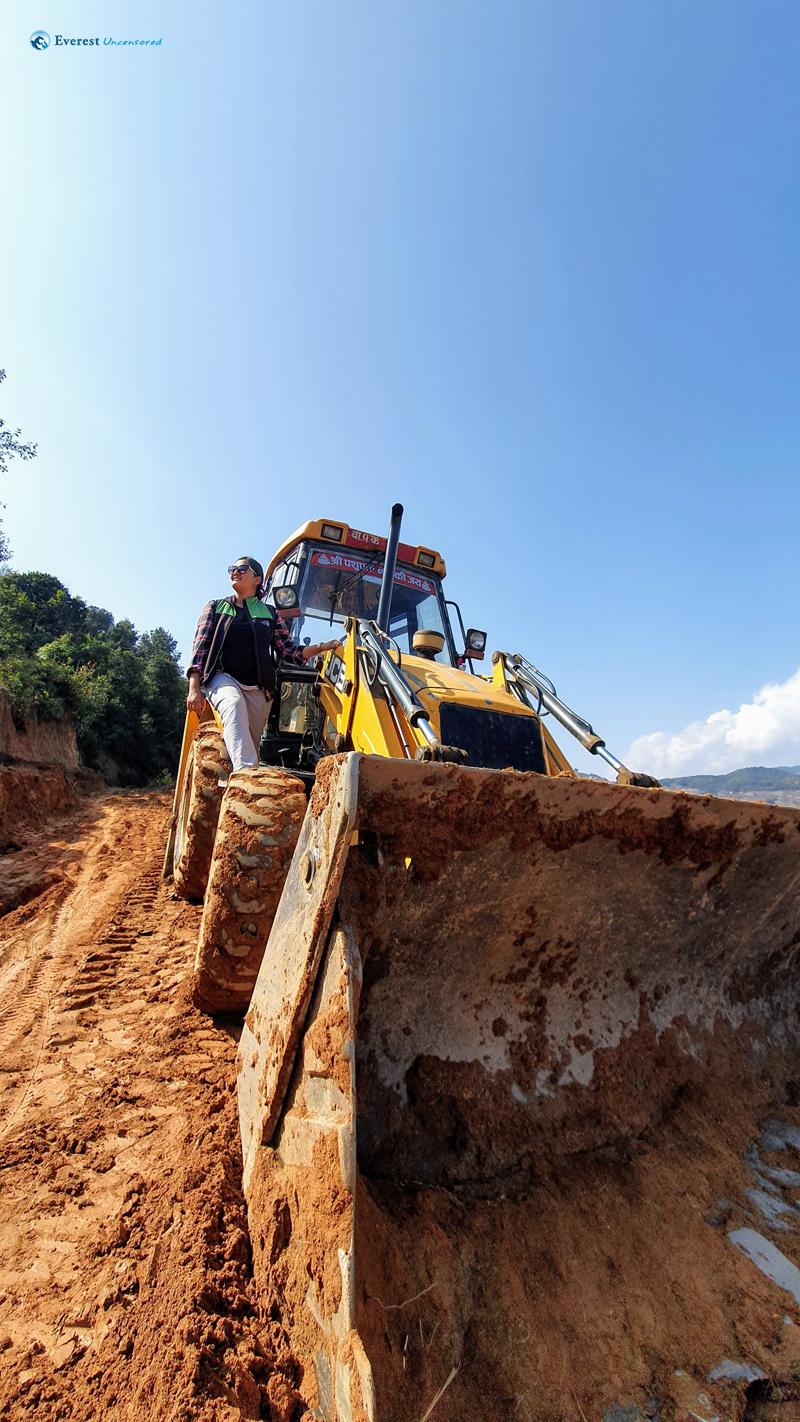 19. Excavator And The Operator